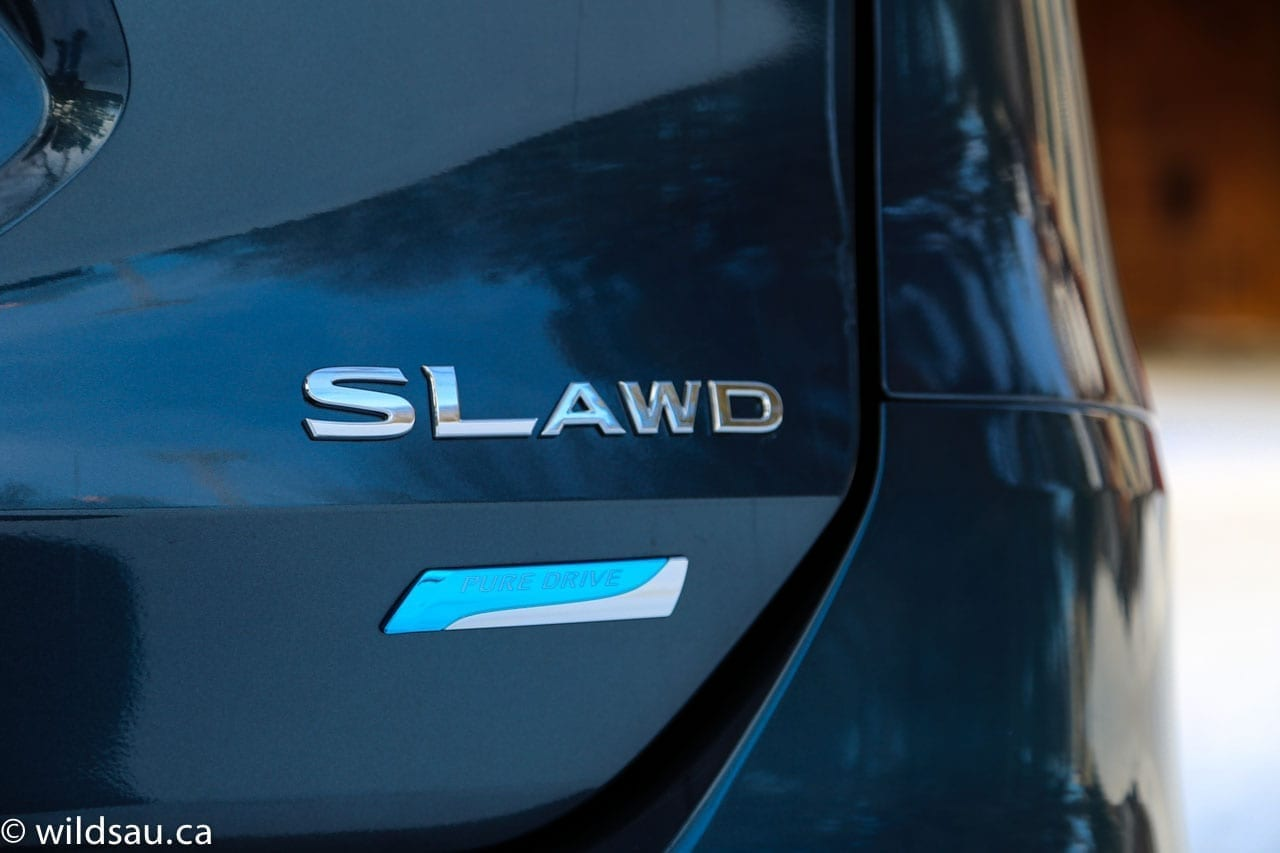 SL AWD badging